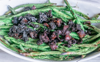 Southern Green Beans with Candied Bacon, Green Beans, #summeryum #cbias