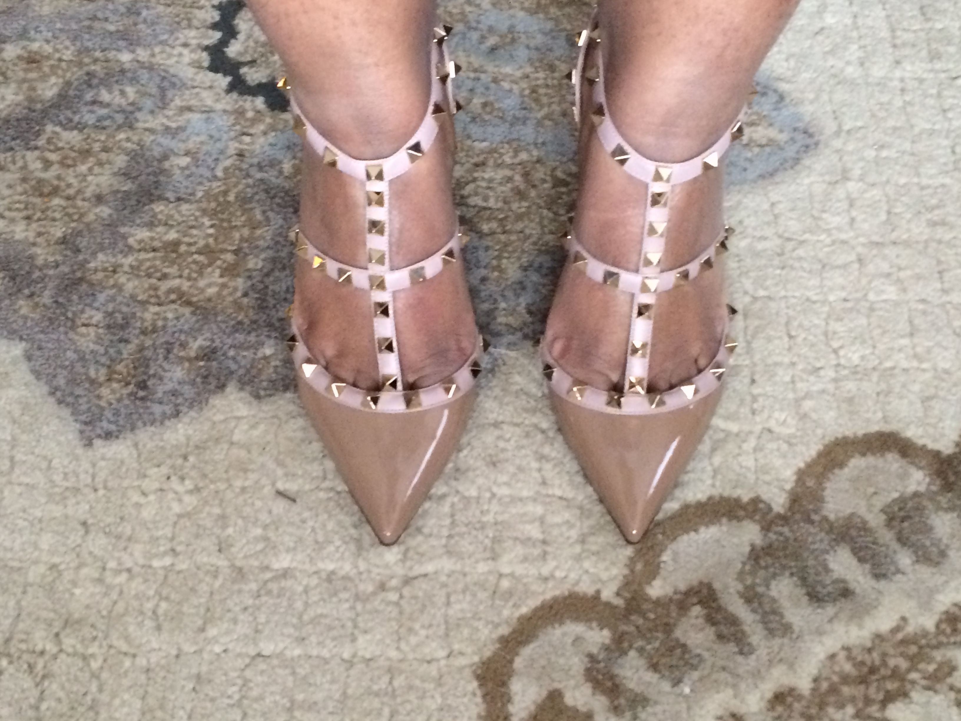 95c81f5acfe5 How I scored my first pair of Valentino RockStud Pumps for almost ...