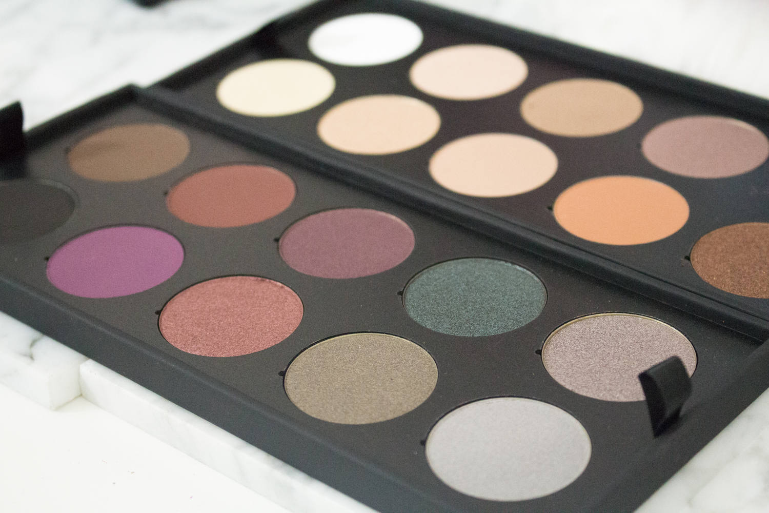 The Make Up For Ever Artist Shadow Collector S Palette Exclusive Cyber Monday 2017 Www